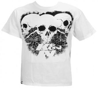 T-Shirt; 3 Skulls Black on White